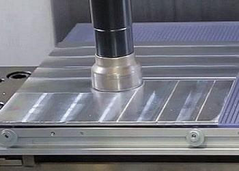 Новый вакуумный стол появился на участке станков с ЧПУ